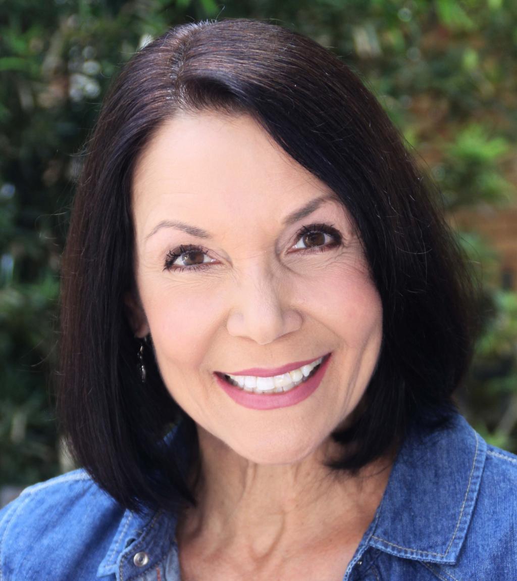 Lisa Scott Commercial Headshot 2020.jpg